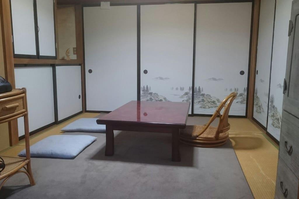 一階 寝室 または、くつろぎスペース