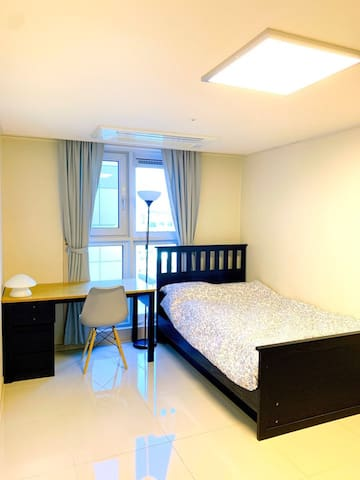 Room (방) Double Bed, Desk & chair, Dress Room