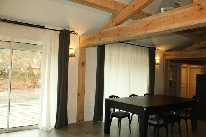Une Maison De Rangée Moderne Et Lumineuse A Refait Pour Un Couple D'amusement Avec Un Amour De La Cuisine