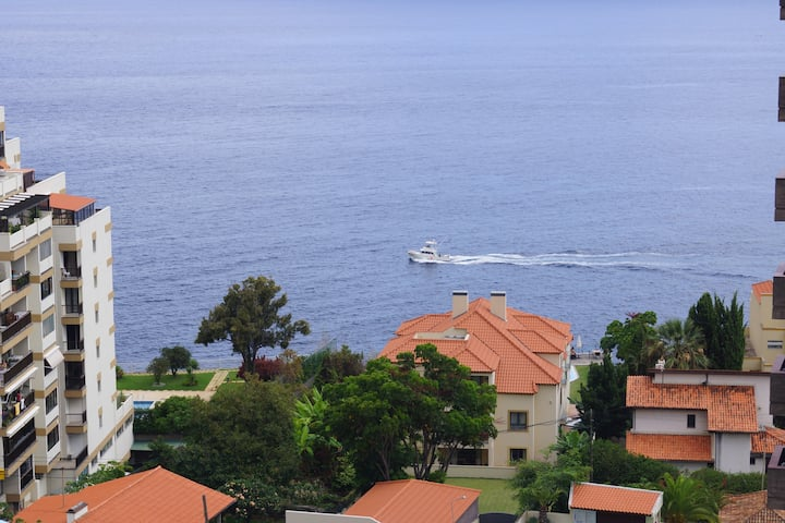 TOP FLOOR 1 ROOM APARTMENT, LIDO AREA, FUNCHAL