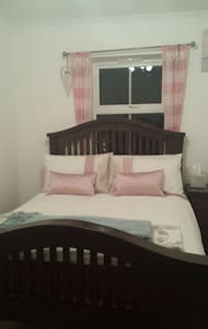 Cosy Double bedroom with double bed - House