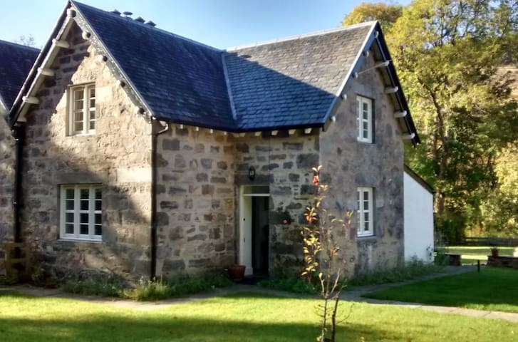 House in a Highlands listed village - Tomich