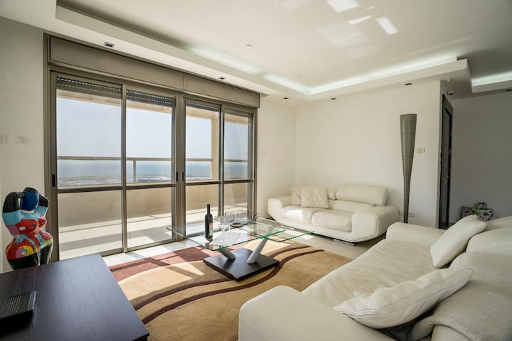 Luxury Marina Penthouse by Airsuite