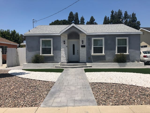 Private Los Angeles Bungalow Hideaway w/ Yard!