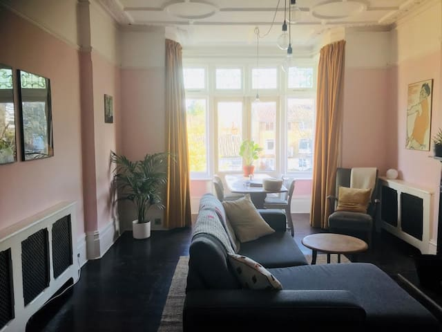Large sunny double room with views across London
