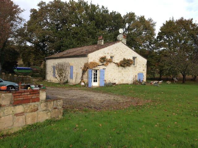 Chambres dans maison de campagne - Sainte-Colombe-en-Bruilhois - Pousada