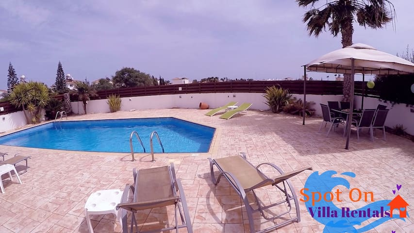 Sunset Bungalow with private pool & wifi