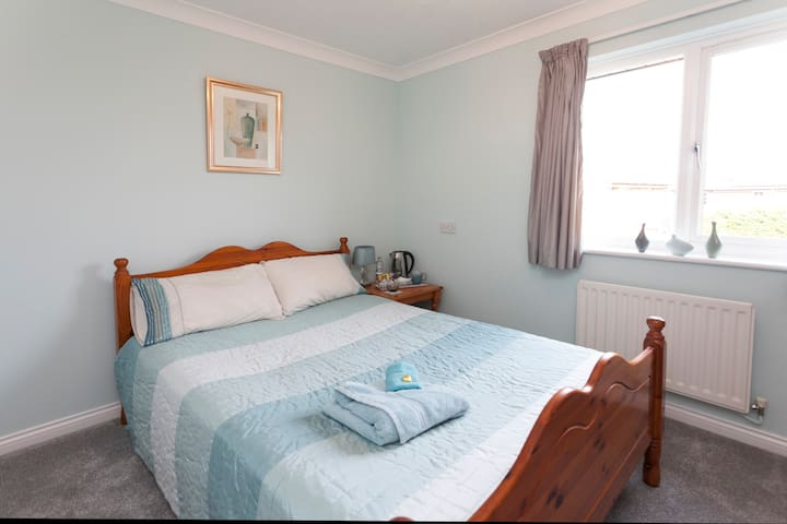Cosy Double Own Free Cable TV & Wifi  Hot Drinks
