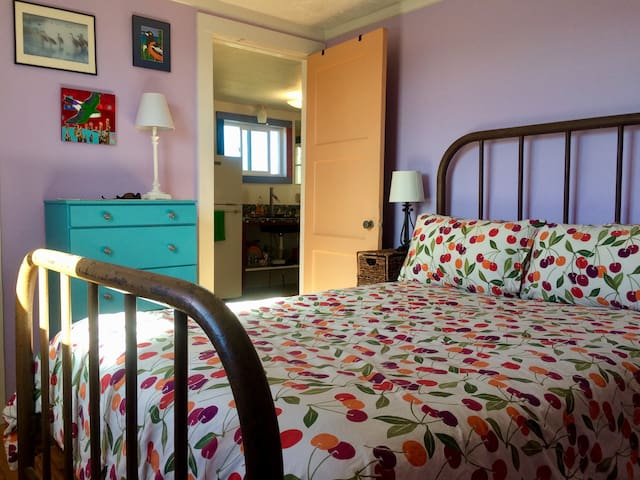 light and bright full/double bed