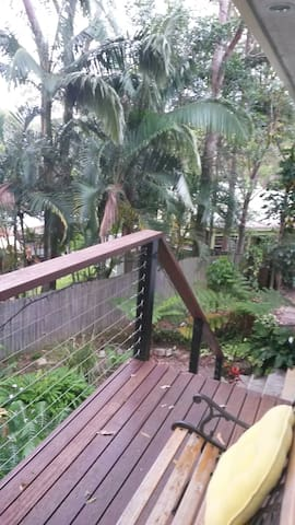 Treetop apartment, 2 patios - Currumbin Waters