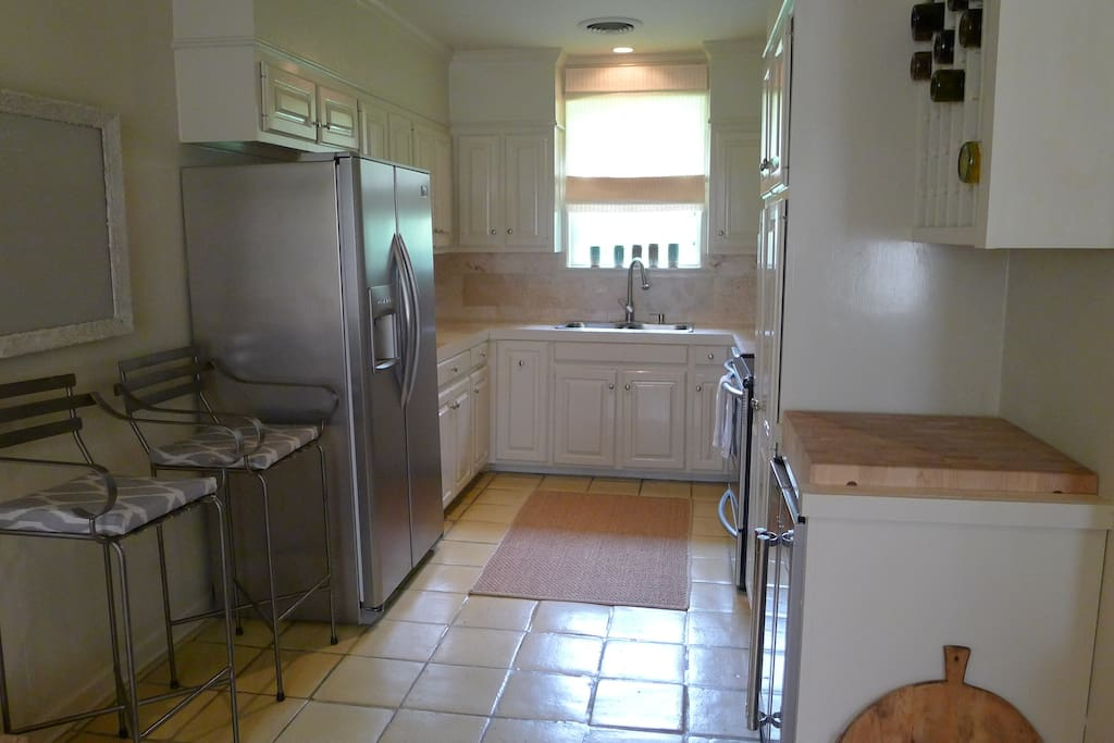 Kitchen w/ wine fridge