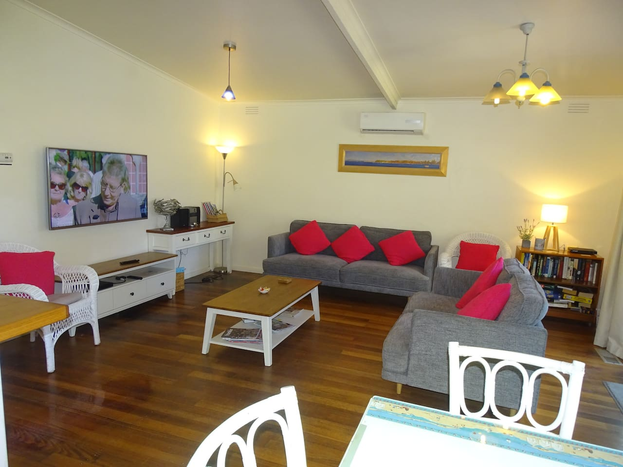 Beachwalk Family Room   Free WiFi Unlimited Usage. 55 Inch Smart TV with Netflix and YouTube. A/C Units and Under Floor Heating.