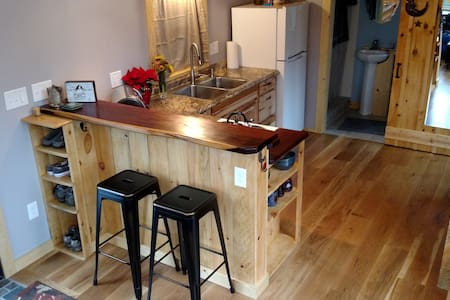 Designer Tiny House Minutes from Downtown - Asheville
