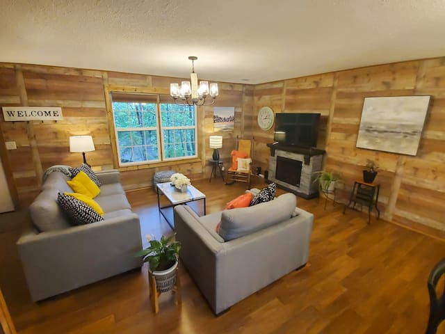 Newly Renovated * On the Pkwy * Game Room & HotTub