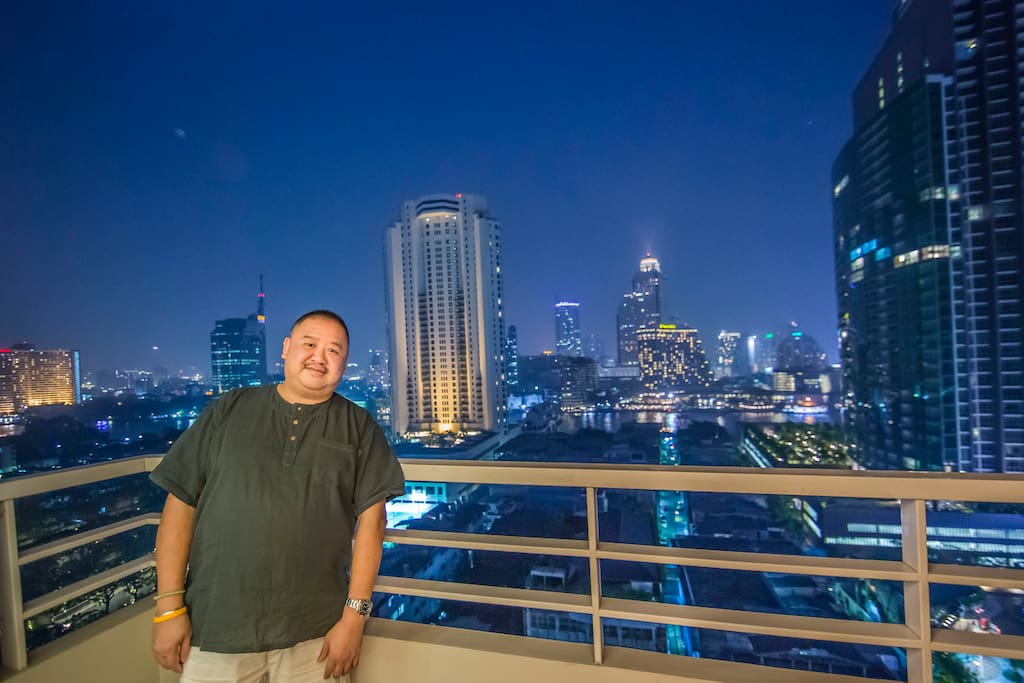 Welcome to my Lighthouse condo in BKK. Here I am standing in my balcony with great RIVER view!