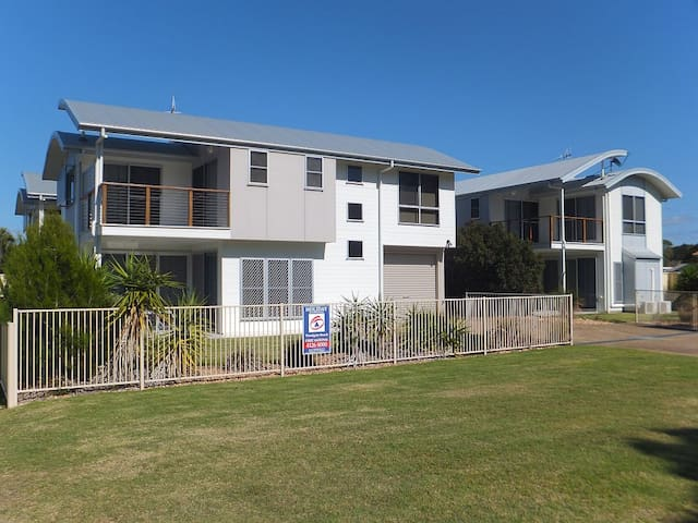 'Simplicity' Beach Side Town House 2