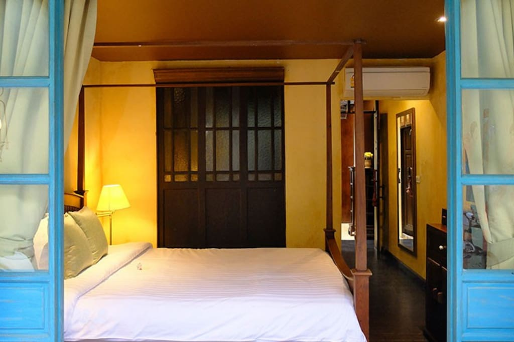 Big queen bed