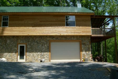Jeffs' Cabin - Roan Mountain - บ้าน