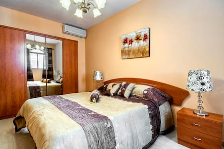 3 Bedroom Apt-Free WIFI & CableTV - Pembroke - อพาร์ทเมนท์