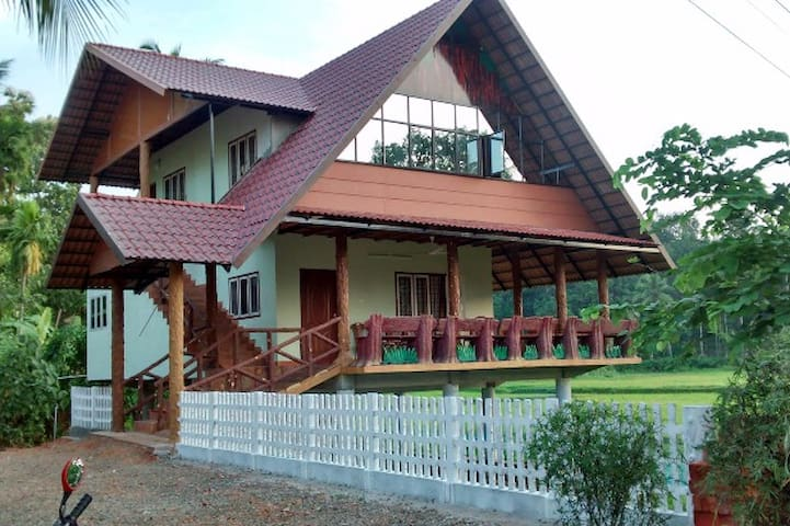 Beautiful cottage located amidst lush greenery. - Kerala - Villa