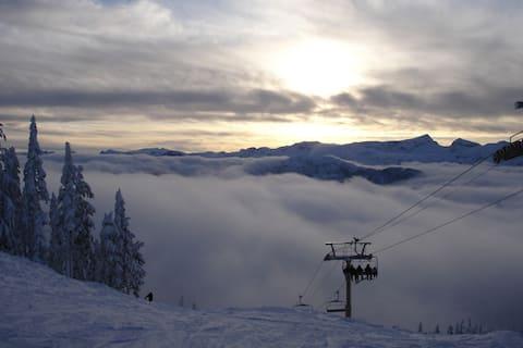 Alpine Village Condo - Ski-in/out