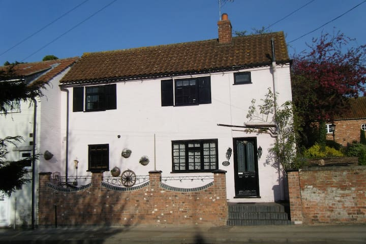 ROSEHIP PRETTY PERIOD  COTTAGE, Bingham,Notts - Bingham - Haus