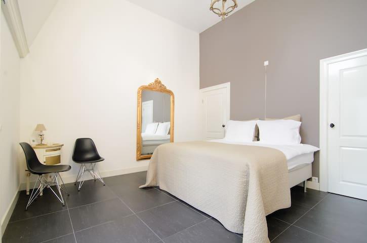 A'dam-B&B Diemerbrug Taupe room - Diemen - Bed & Breakfast