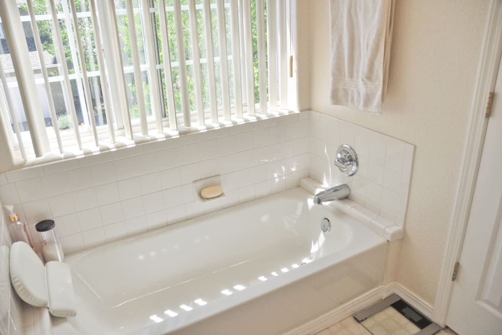 Tub (separate from shower)