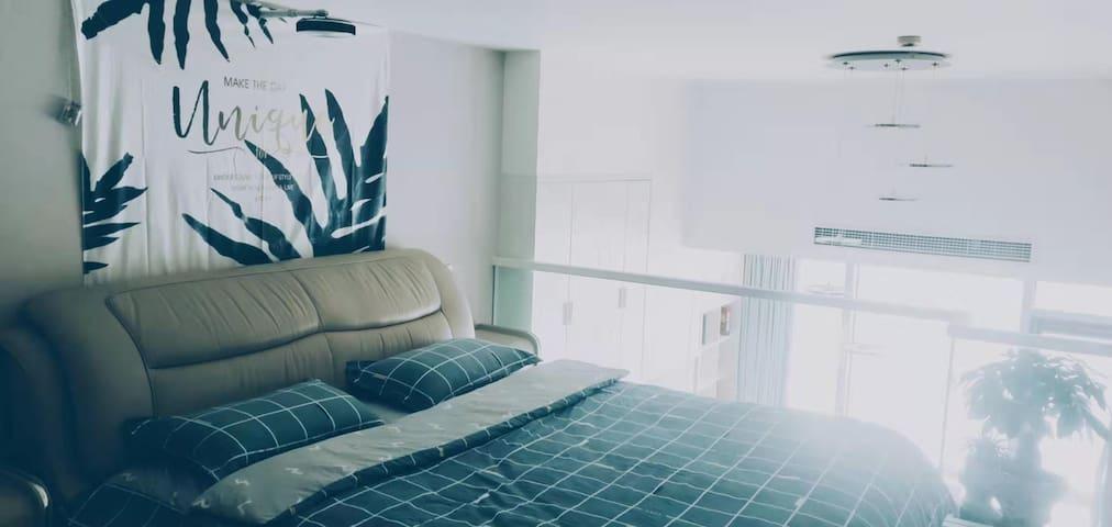 星期八丨朗城公寓丨100寸投影丨可烧饭丨简约风格丨高性价比丨欢迎前来咨询