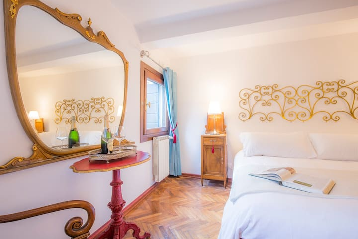 Luxury Split Level Family Suite Near Rialto Bridge