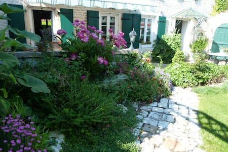 charmante charentaise de 3 pièces - Aigrefeuille-d'Aunis - Haus