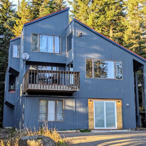 Pet-friendly Govy Mountain Chalet! Newly remodeled