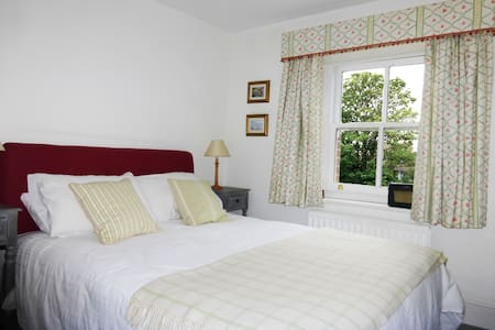 Bedroom 1.  Pretty cottage bedroom with kingsize bed directly opposite the spacious bathroom. Can also accommodate a small child in a cot, or travel bed (please contact us in advance for children's rates).