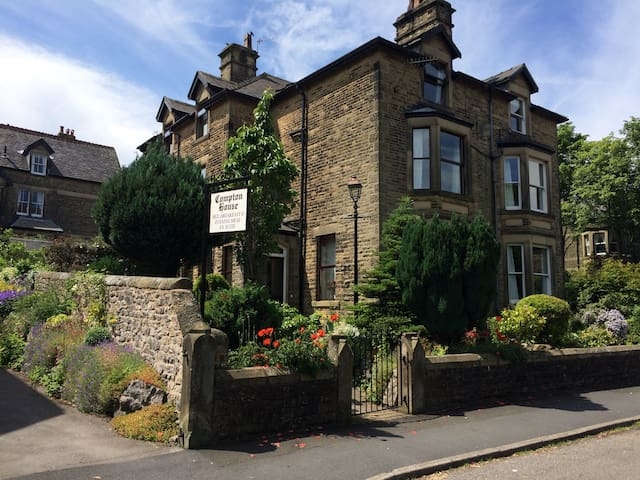 Deluxe triple room with a en suite - Buxton - Bed & Breakfast