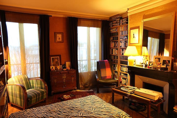 B&B Gay Life Style for Men. Homestay. Paris
