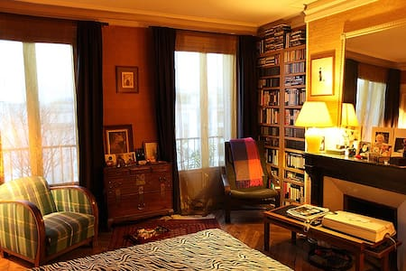 B&B, Gay Life Style for Men. Paris - Paris