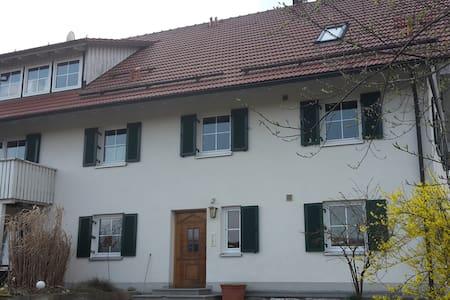 Gemütliche Ferienwohnung - Tussenhausen - Wohnung