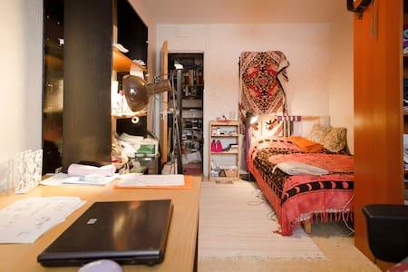 Accommodation near town and nature - Bredäng - 아파트