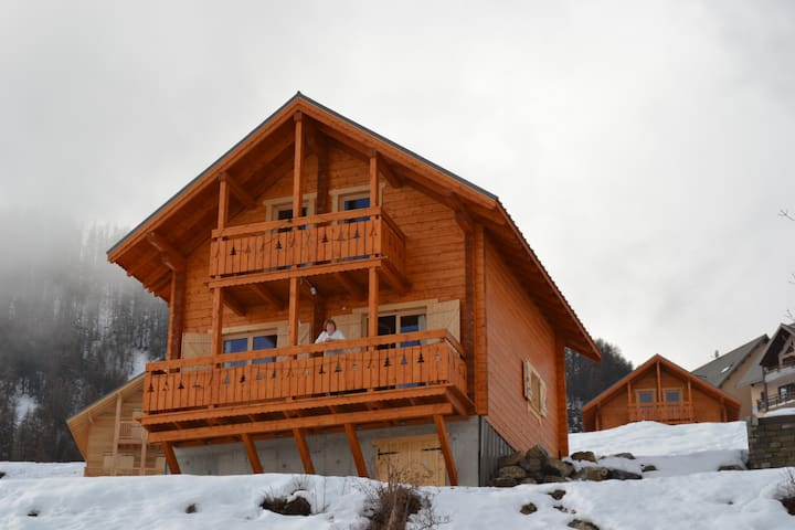New chalet wooden ski resort - Réallon - Almhütte