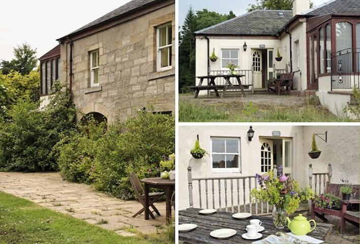Cosy farm cottage 30 minutes drive from Edinburgh - Rosewell - Huis