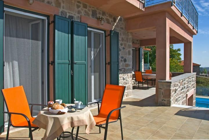 Petrini Krini, Luxury Appartment 1
