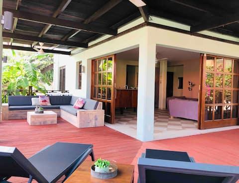 *** BEACHFRONT Blue Bay - Villa Kolibri ***