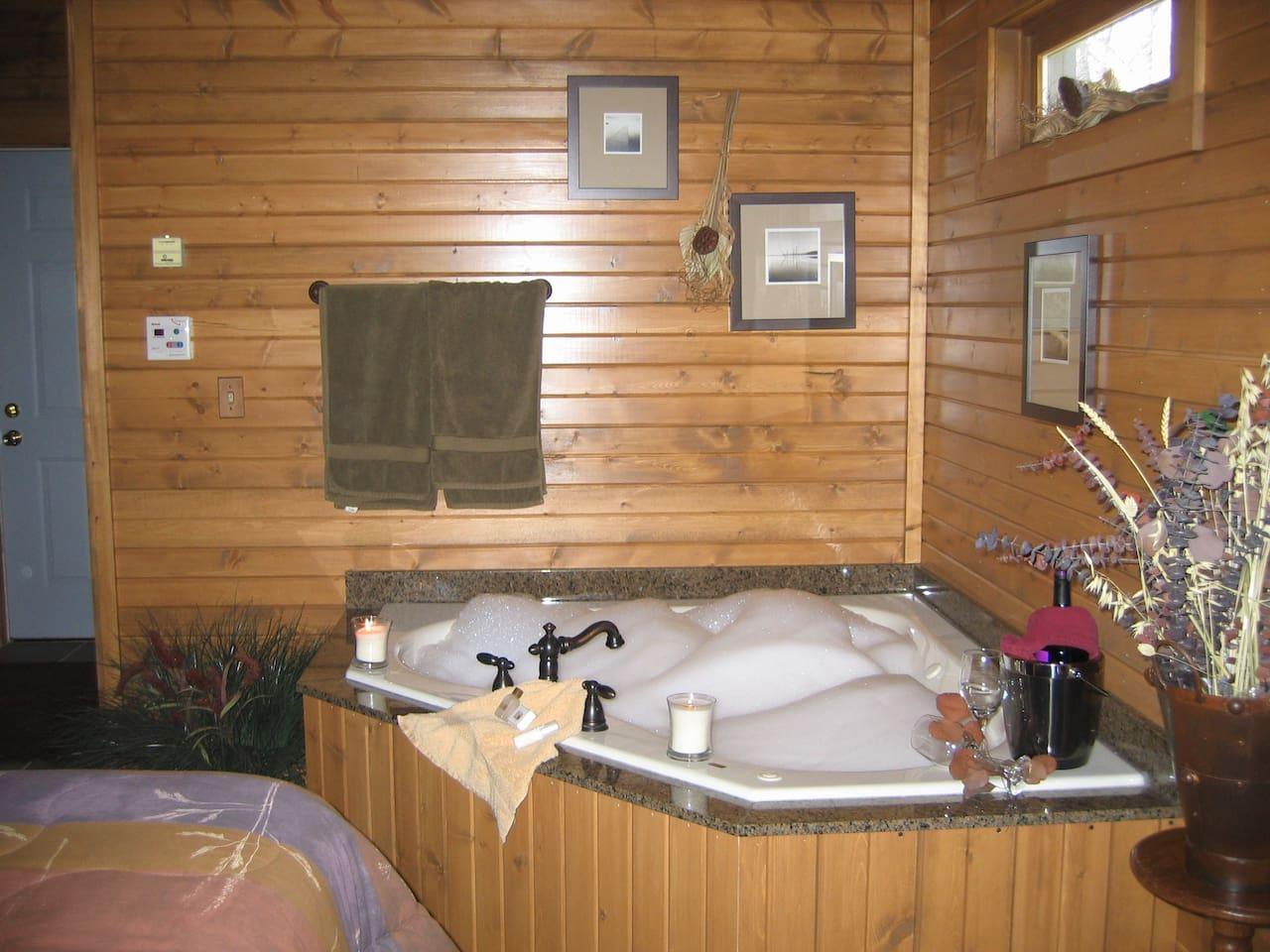 Luxury Cabin 2 person whirlpool tub