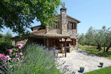 CASALE DEI BOMBI 8, Exclusivity Emma villas - Province of Perugia