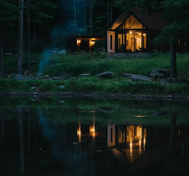The Pond House - A modern cabin within the forest.