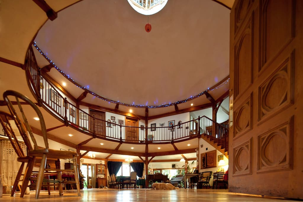 A panoramic view of central room.