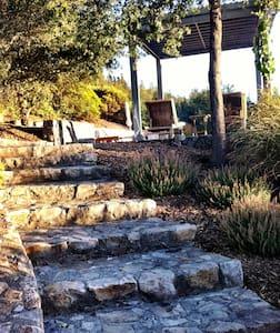 Romantic Poolside Sonoma Cottage - Glen Ellen