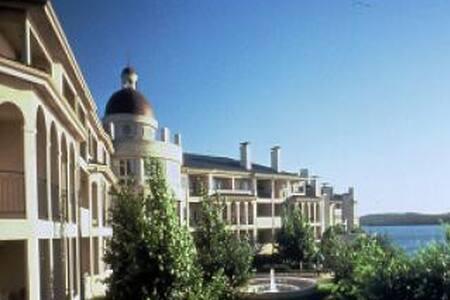 Island Suite Overlooks Lake & Pool - Leander - Villa