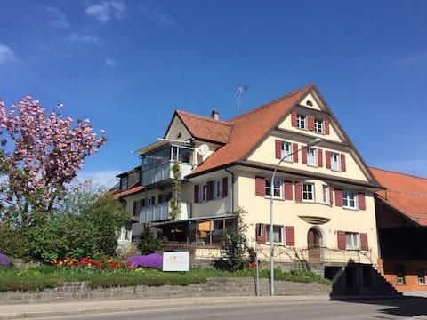 DZ. Hier kann der Urlaub am Bodensee beginnen...