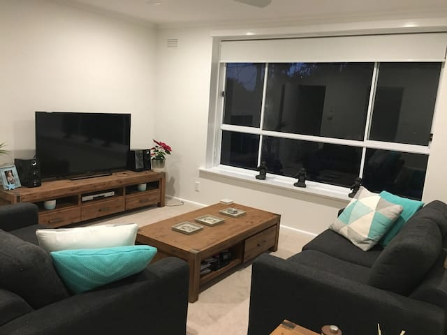 Cosy 2 bedroom apartment in Huntingdale
